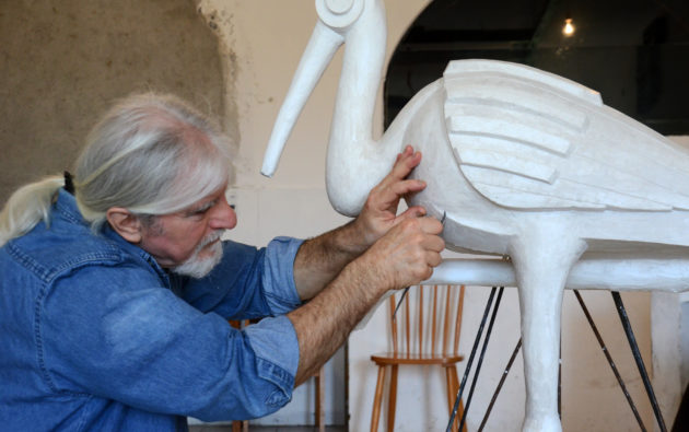 """A békés várakozás madarai- beszélgetés Fujkin István képzőművésszel a ,,Hazatérők"""" című szoborkompozíciójáról"""