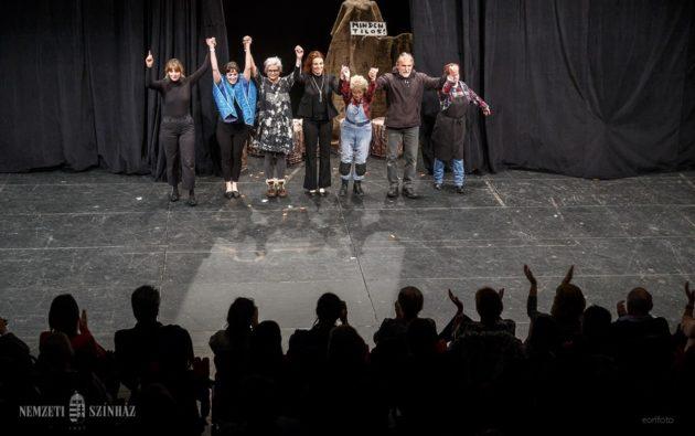 Álló taps a Nemzeti Színházban – Budapesten lépett fel a Vancouveri Magyar Színház